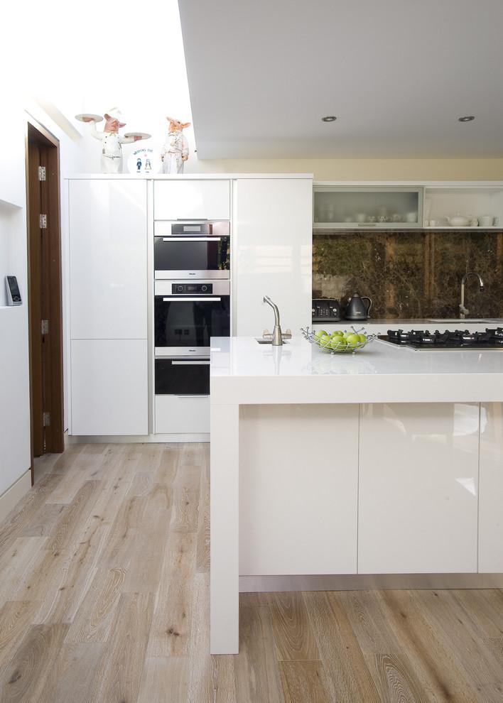 Встроенные шкафы для подогрева в белую мебель