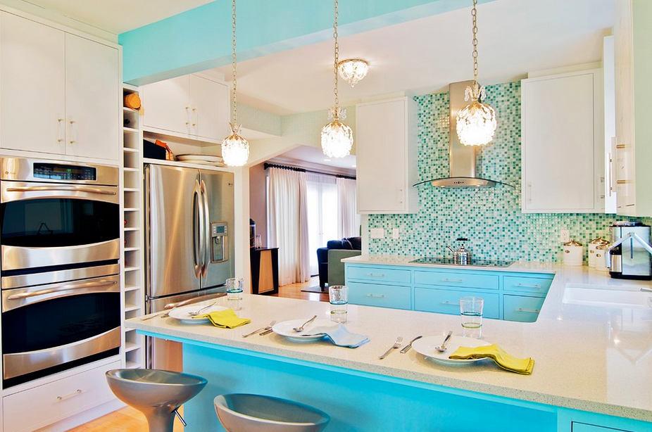 Бело бирюзовый интерьер кухни