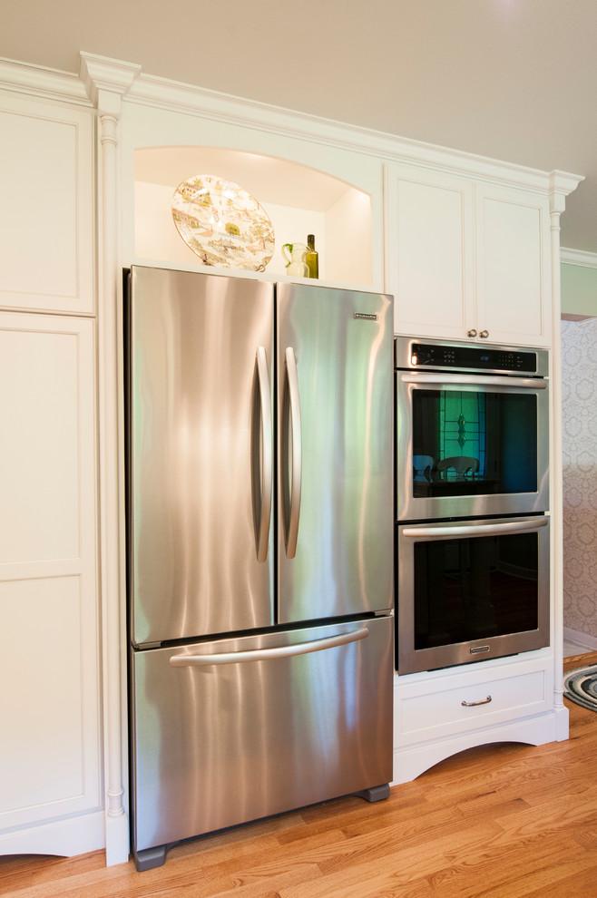 Встроенный холодильник с двумя дверями