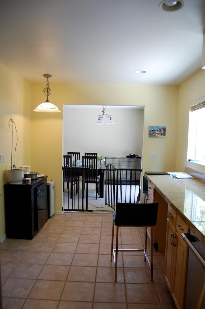 Кухня с выходом в столовую