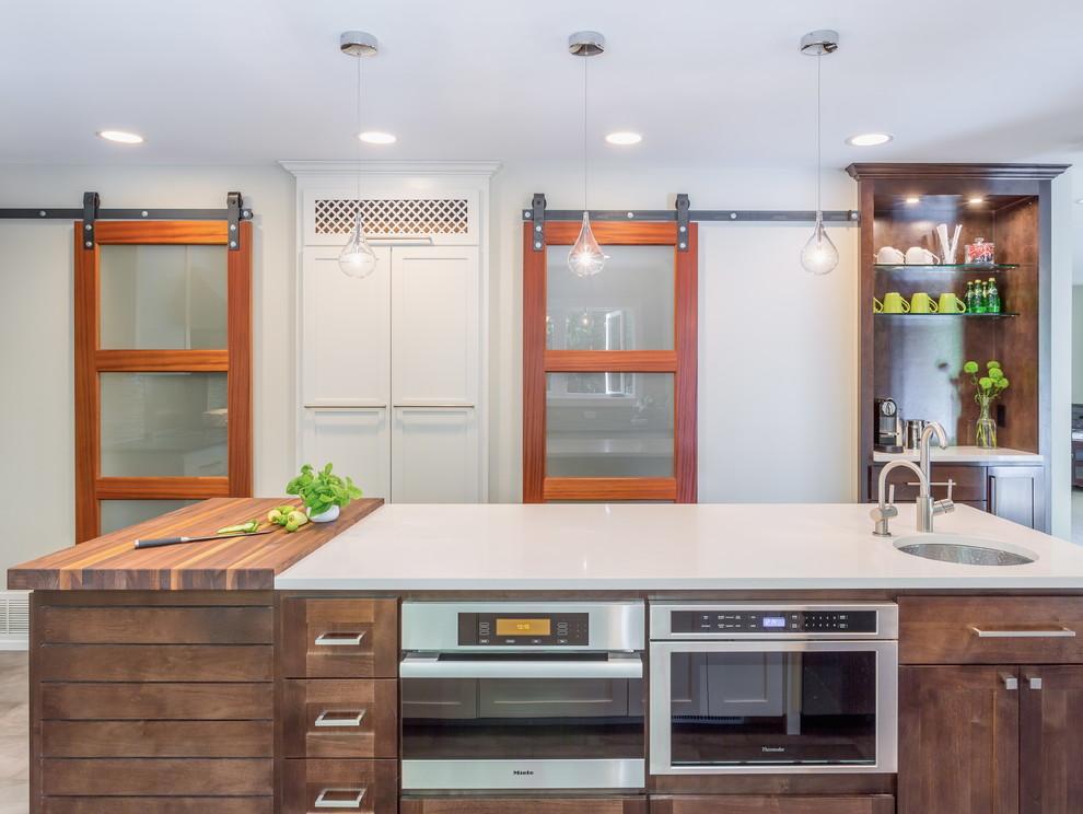 Кухонный остров со встроенной бытовой техникой