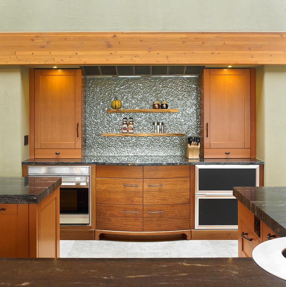 Использование текстурированного стекла в дизайне интерьера кухни