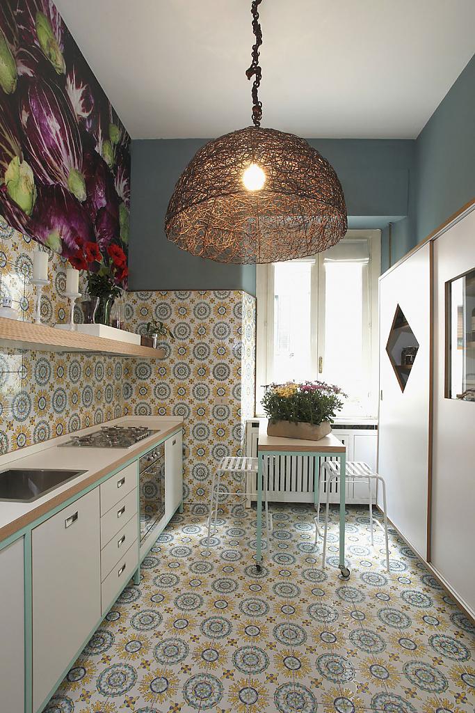 Интерьер кухни с цветочным декором