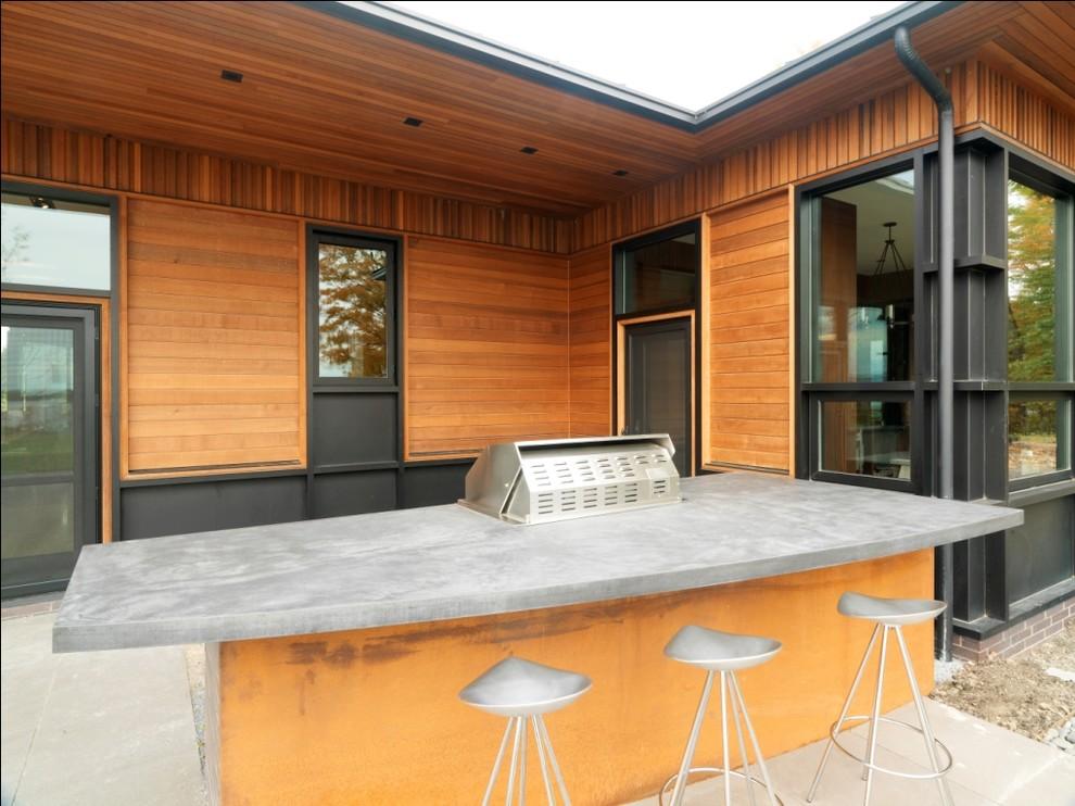 Бетонная столешница обеденного стола на внутреннем дворе от Birdseye Design