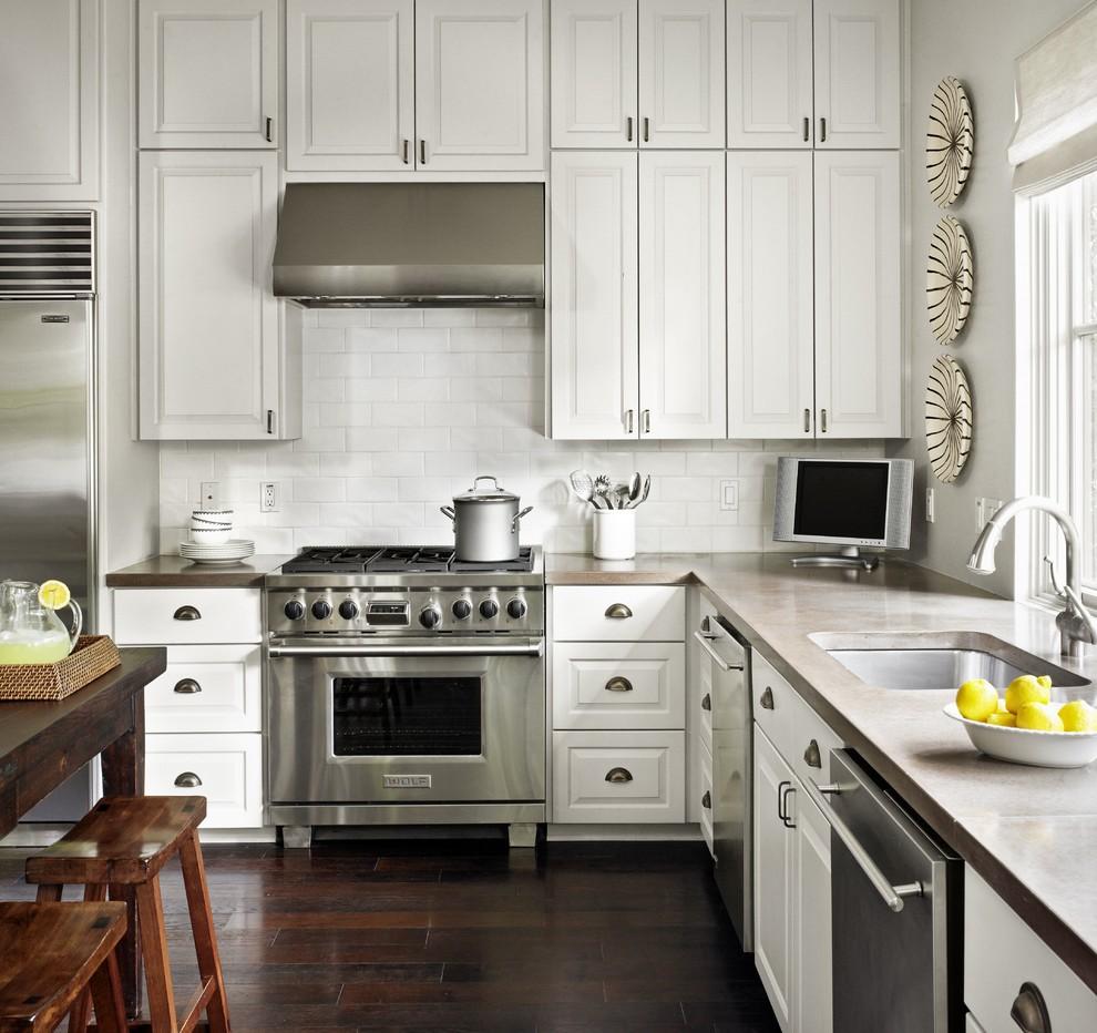 Бетонная столешница в интерьере белой кухни от Hugh Jefferson Randolph Architects