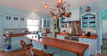 Деревенский стиль интерьера кухни в бирюзовых тонах