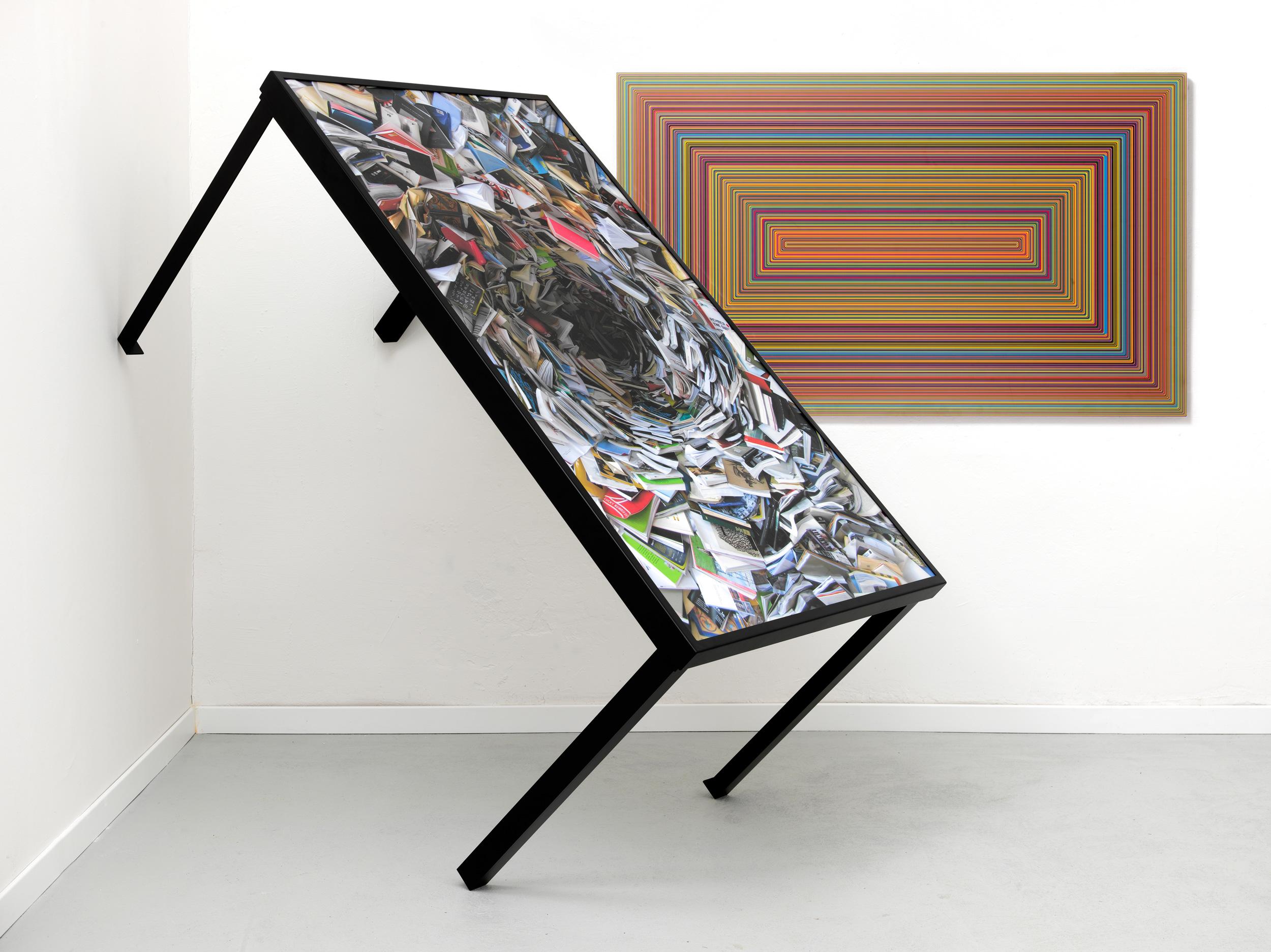 Необычный дизайн обеденного стола с живописью на столешнице от студии arcHITects
