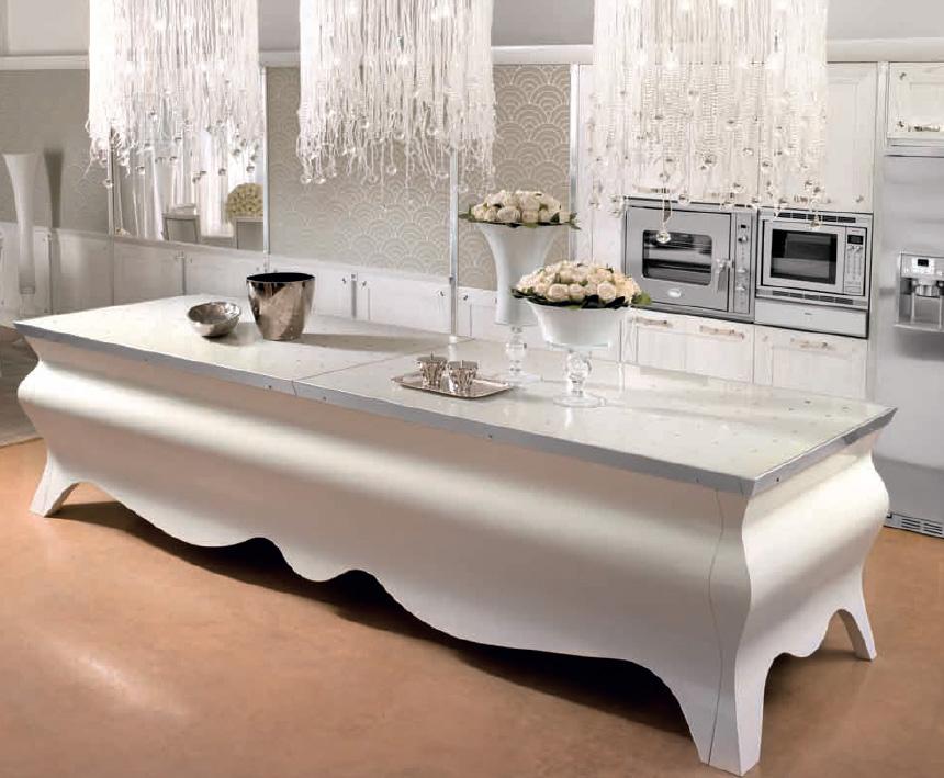 Роскошный дизайн кухни от компании Brummel в белой гамме