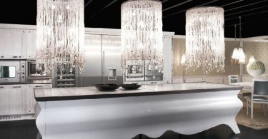 Роскошные люстры над кухонным островом Artisan Papillon