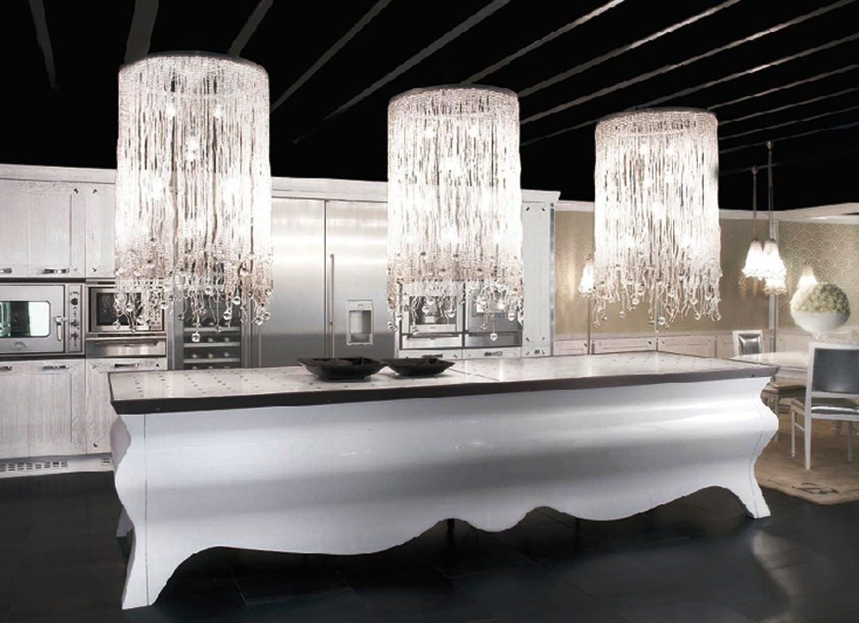 Роскошный дизайн кухни  Artisan Papillon в белой гамме