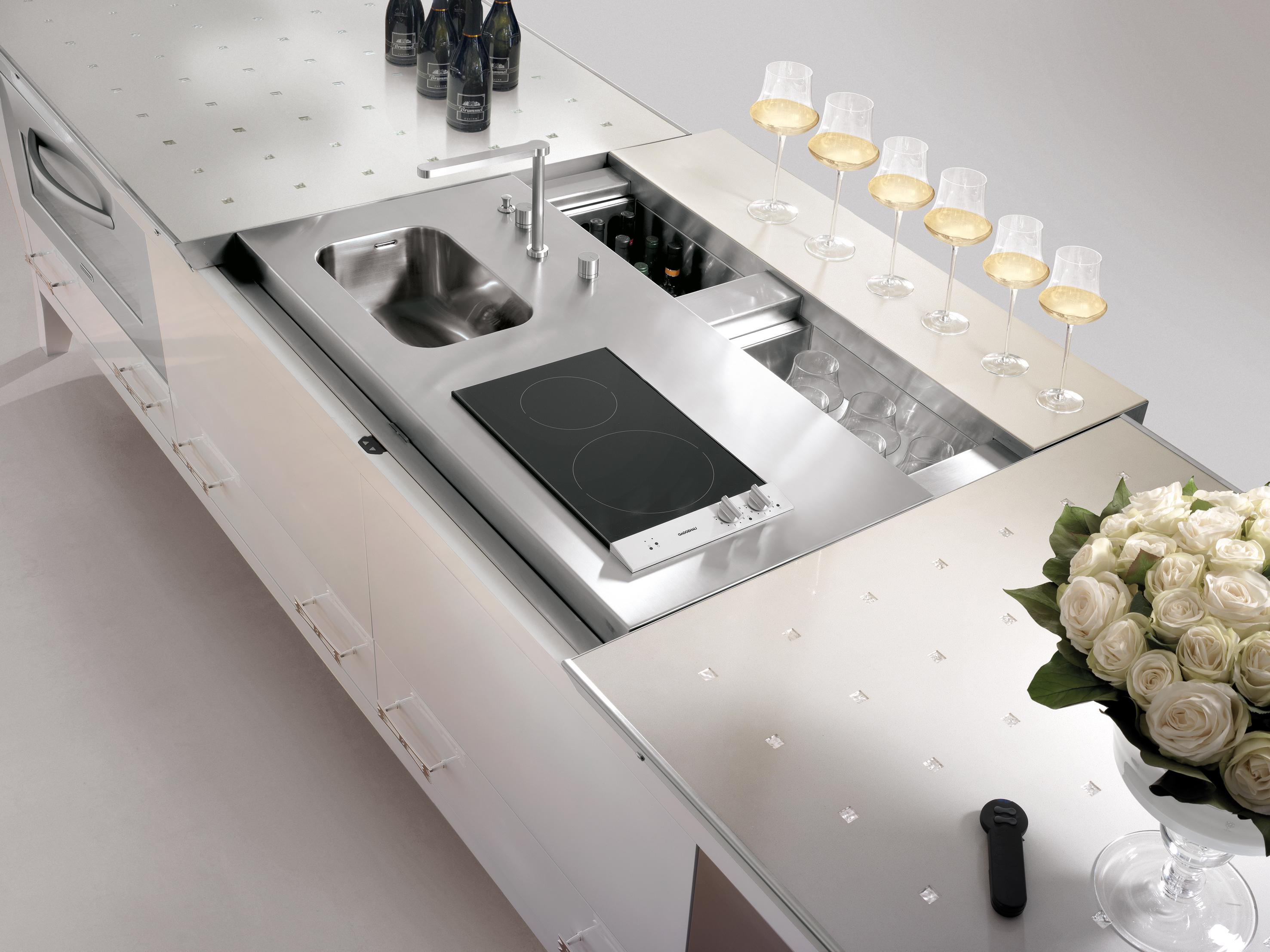 Потрясающий кухонный остров с раковиной и встроенной индукционной панелью