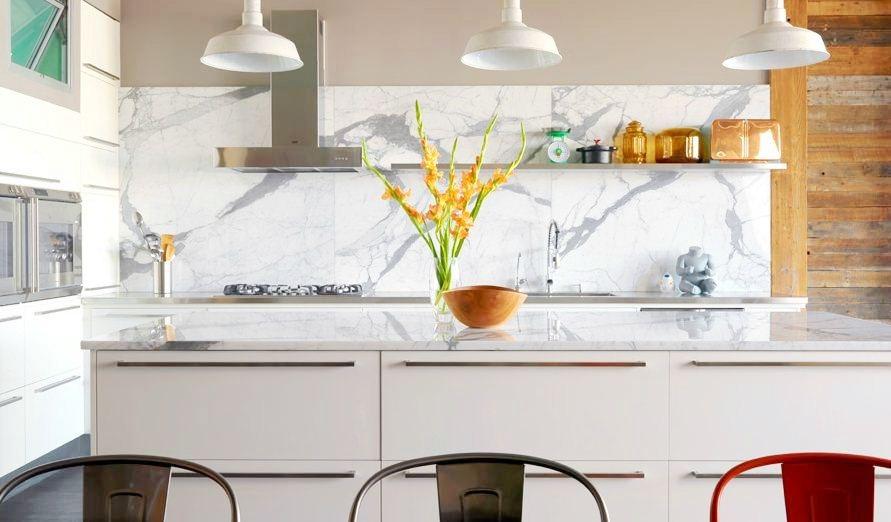 Какой кухонный фартук лучше сделать на кухне