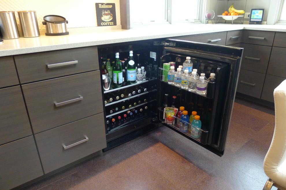 Маленький холодильник для охлаждения бытылок