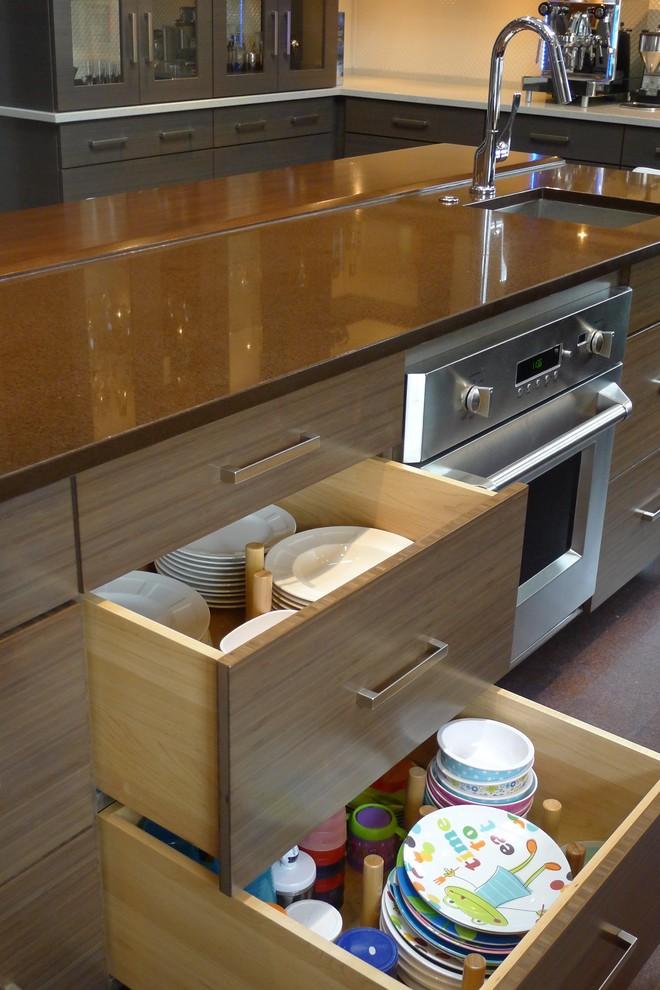 Шкаф для хранения детской посуды
