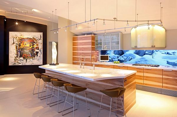 Стильные барные стулья в интерьере кухни