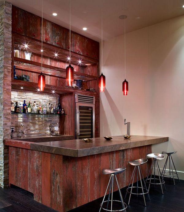 Яркие креативные подвесные светильники над баром