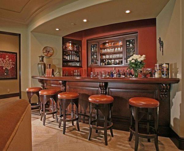 Элегантный домашний бар с приятными цветами и плавными линиями