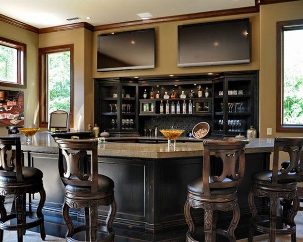 Просторный домашний бар