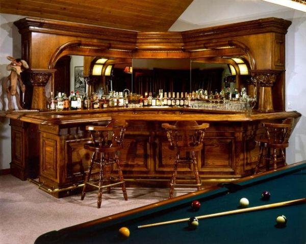 Традиционный дизайн бара, расположенного в углу