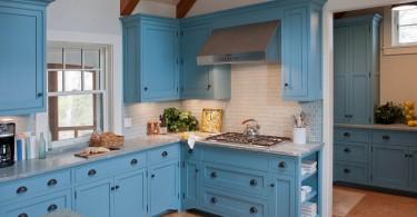 Скандинавский кантри-стиль интерьера кухни в синих оттенках