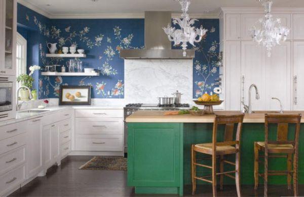 Интерьер кухни с островом в классическом стиле