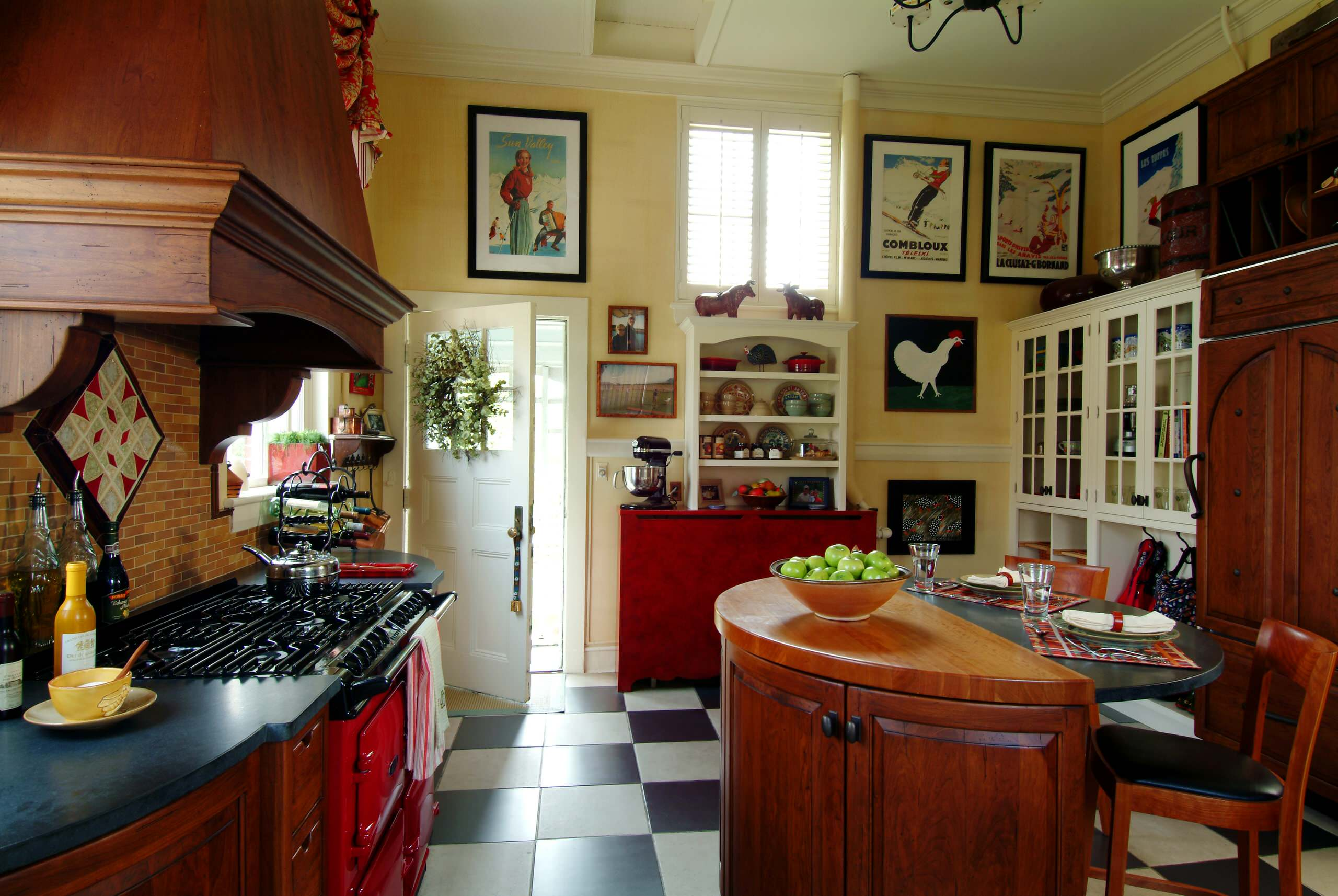 Деревянная кухонная мебель