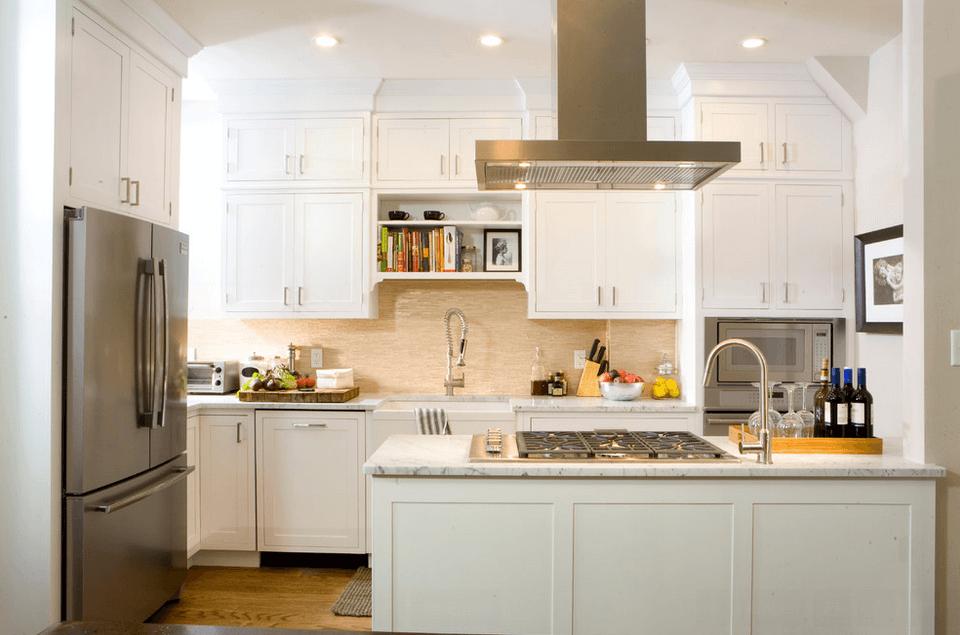 Белый остров на белой кухне