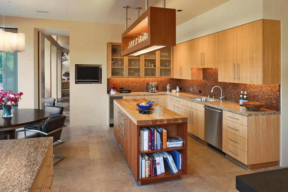 Деревянный остров на кухне