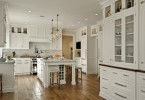 Ослепительно-белый дизайн интерьера кухни