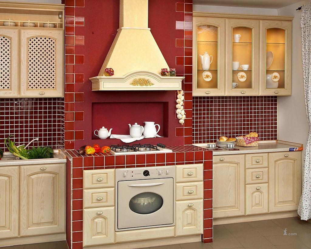 Бежевая кухня с красным фартуком