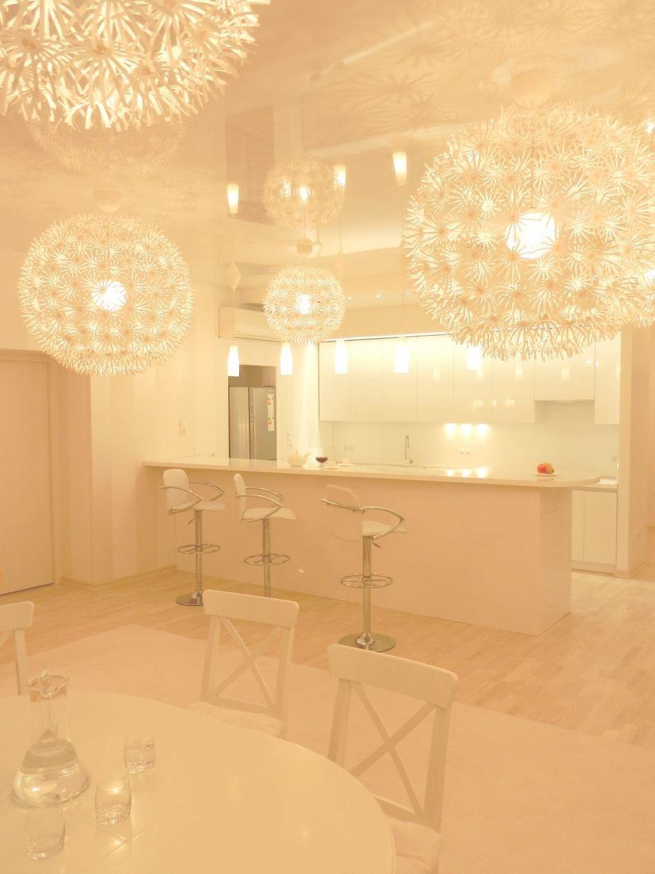 Восхитительный дизайн интерьера белоснежной кухни от Михаила Ченцова