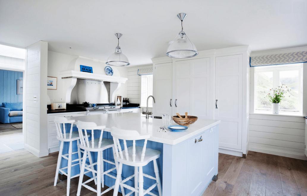 Интерьер кухни в бело-голубом цвете