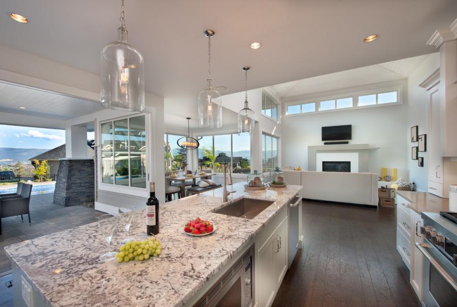 Белые столешницы на кухне из гранита - фото 6