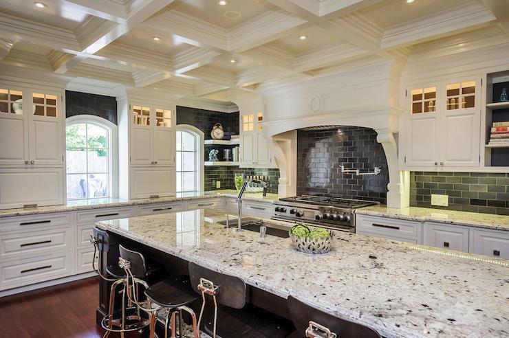 Белые столешницы кухне из гранита - фото 7