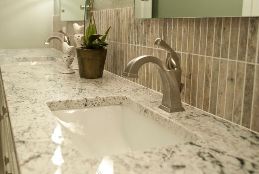 Белые столешницы в ванной комнате - фото 2