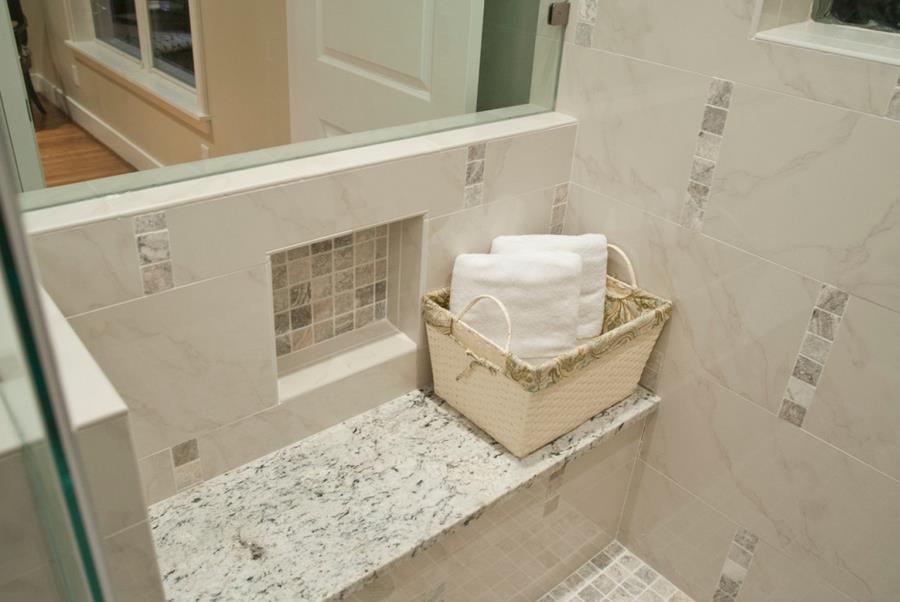 Белые столешницы в ванной комнате - фото 3