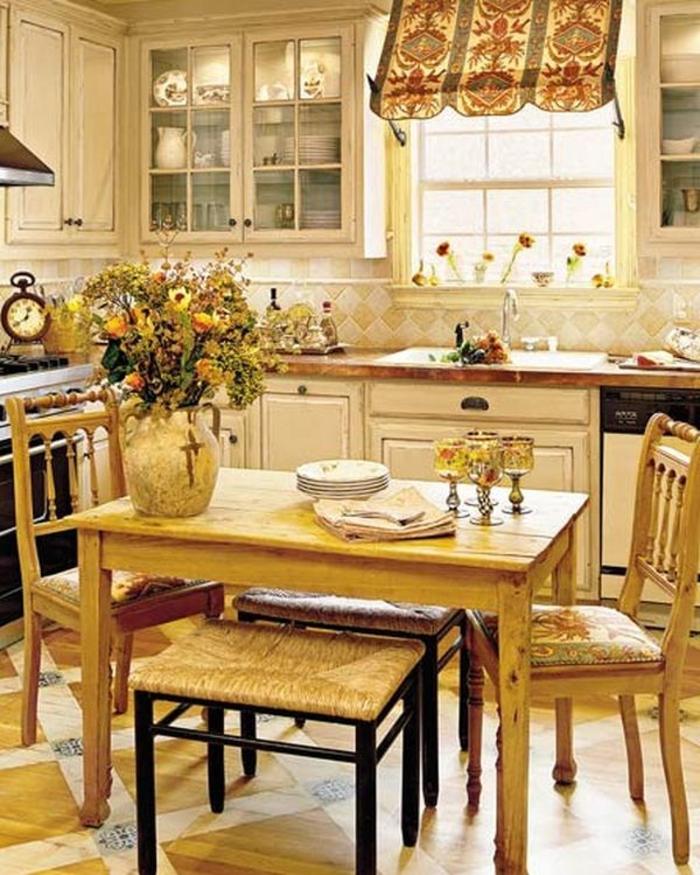 Кухня с обеденной зоной в стиле бистро
