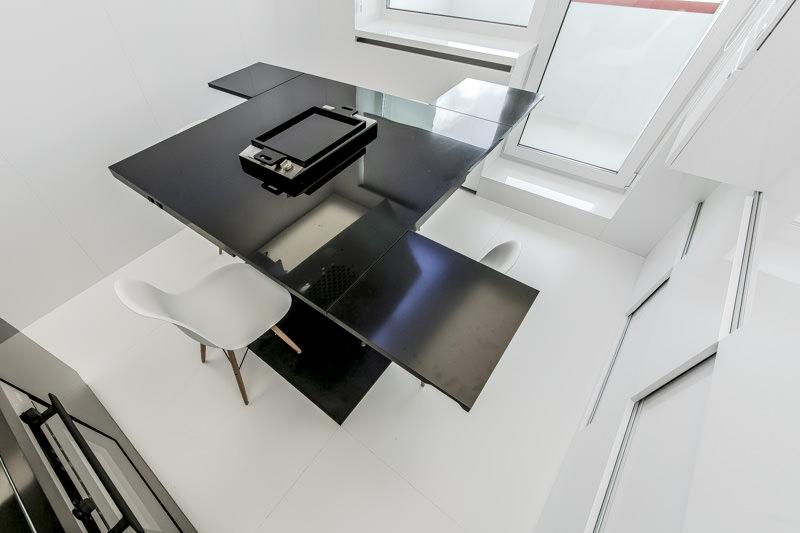 Восхитительный дизайн чёрно-белой кухни в минималистском стиле