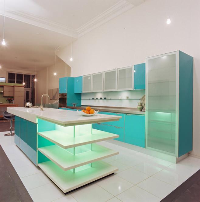 Оригинальный голубой интерьер кухни от Mal Corboy Design