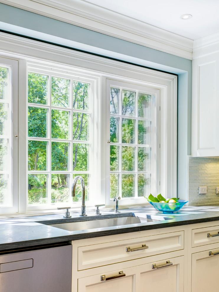 Кухонная рабочая зона от Robert Cardello и Veronica Campbell
