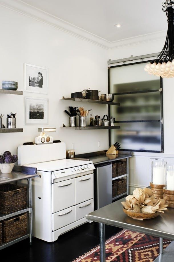 Бюджетный интерьер кухни Антонио Маринса