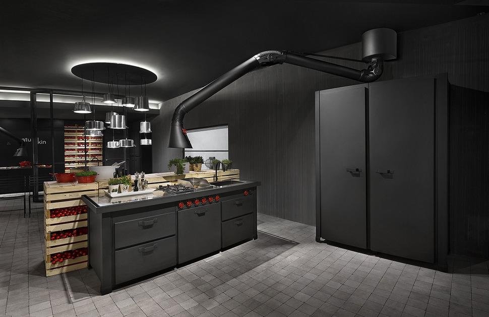 Черная вытяжка в интерьере: кухня в тёмных тонах