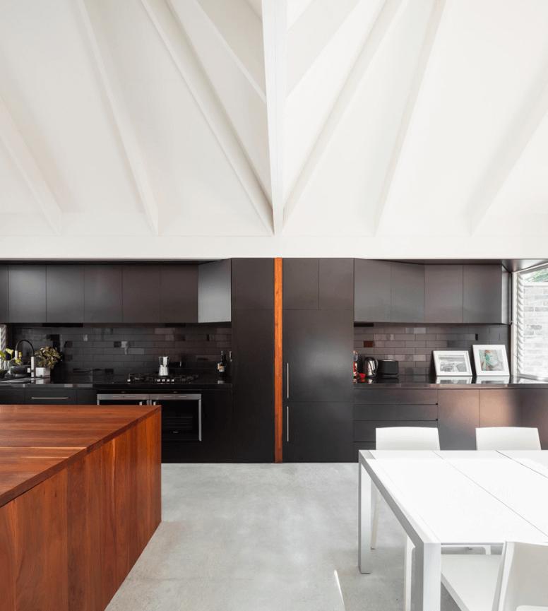 Чёрный цвет в дизайне кухни - фото 15