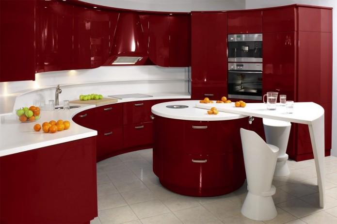 Потрясающий дизайн интерьера кухни в сочном красном цвете