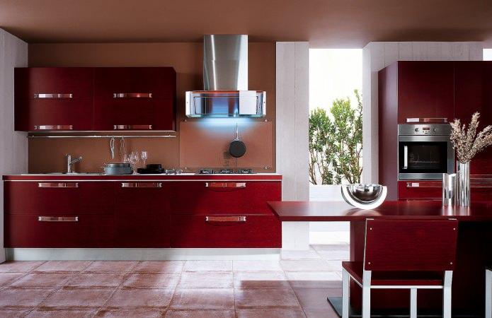 Потрясающий дизайн интерьера кухни в бордовых оттенках