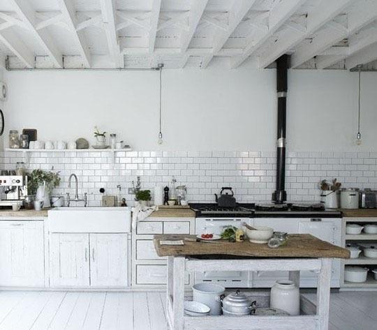 Чёрно-белая кухня в интерьере - нарядная и выразительная