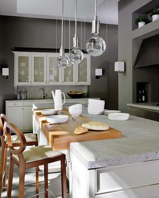 Чёрно-белая кухня в интерьере: кто-то в восторге от грубых цементных краёв крышки стола
