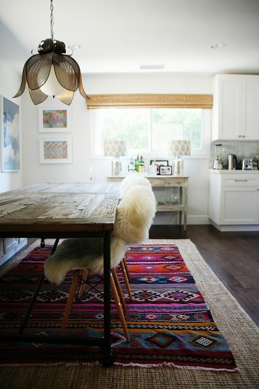 Чёрно-белая кухня в интерьере: весёлая игра красок