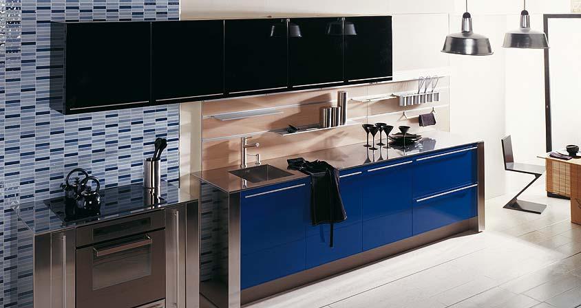 Насыщенный чёрный цвет в интерьере кухни