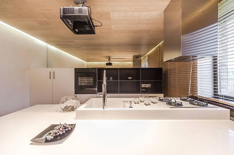 Оригинальная кухня в минималистском стиле от Евгения Назарова